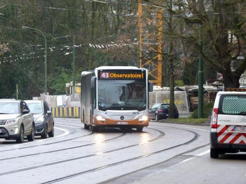 30/12/2017 - photo bus Mercedes-Benz Citaro 9876 STIB-MIVB sur la ligne 43 à Bruxelles - Belgique