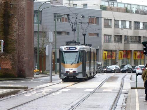 30/12/2017 - photo tram BN PCC7900 7942 STIB-MIVB sur la ligne 97 à Bruxelles - Belgique