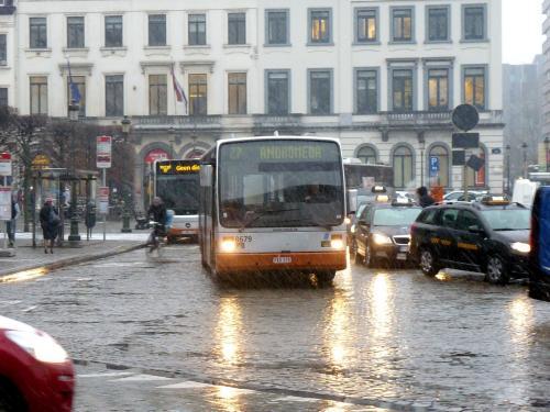 09/02/2018 - photo bus Van Hool A300 8679 STIB-MIVB sur la ligne 27 à Bruxelles - Belgique