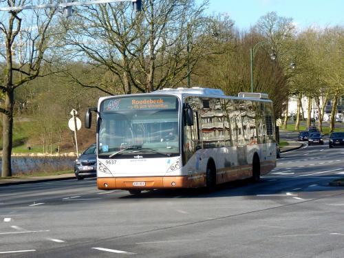 10/02/2018 - photo bus Van Hool NewA330 9637 STIB-MIVB sur la ligne 42 à Bruxelles - Belgique