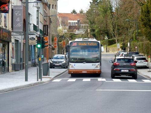 11/03/2018 - photo bus Van Hool NewA330 8157 STIB-MIVB sur la ligne 28 à Bruxelles - Belgique
