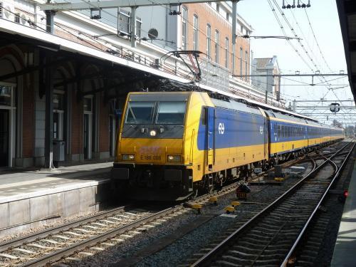 07/04/2018 - foto trein Bombardier Traxx E 186 006 NS - Nederlandse Spoorwegen in Dordrecht - Nederland