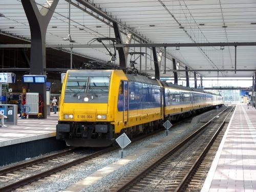 07/04/2018 - foto trein Bombardier Traxx E 186 004 NS - Nederlandse Spoorwegen in Rotterdam - Nederland