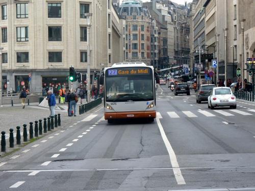 13/04/2018 - photo bus Van Hool NewA330 9615 STIB-MIVB sur la ligne 27 à Bruxelles - Belgique