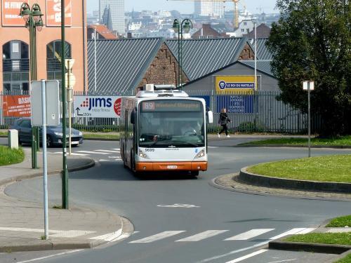 14/04/2018 - photo bus Van Hool NewA330 9699 STIB-MIVB sur la ligne 89 à Bruxelles - Belgique