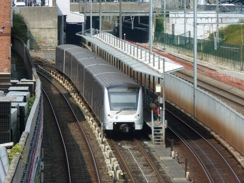 14/04/2018 - photo métro 6381 STIB-MIVB sur la ligne 1 à Bruxelles - Belgique