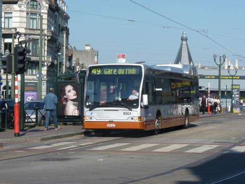 04/05/2018 - photo bus Jonckheere SB250 8563 STIB-MIVB sur la ligne 49 à Bruxelles - Belgique