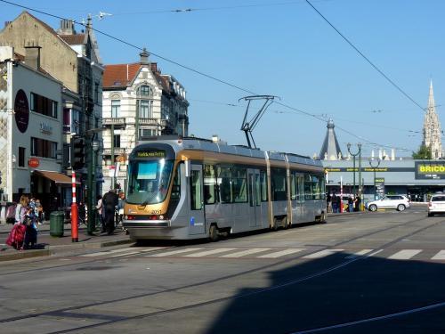 04/05/2018 - photo tram BN-ACEC T2000 2051 STIB-MIVB sur la ligne 62 à Bruxelles - Belgique