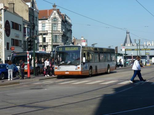 04/05/2018 - photo bus Van Hool A300 8663 STIB-MIVB sur la ligne 53 à Bruxelles - Belgique