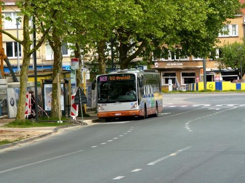 12/05/2018 - photo bus Van Hool NewA330 9735 STIB-MIVB sur la ligne 14 à Bruxelles - Belgique