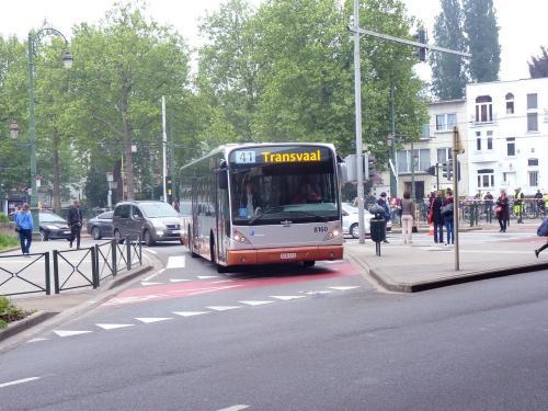 15/05/2018 - photo bus Van Hool NewA330 8160 STIB-MIVB sur la ligne 41 à Bruxelles - Belgique