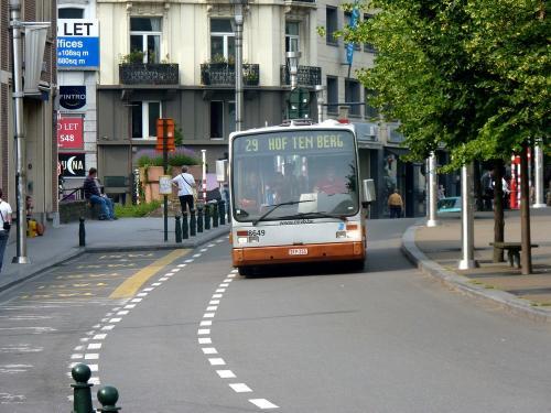 08/06/2018 - photo bus Van Hool A300 8649 STIB-MIVB sur la ligne 29 à Bruxelles - Belgique