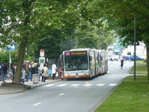 09/06/2018 - photo bus Mercedes-Benz Citaro 8862 STIB-MIVB sur la ligne 1 à Bruxelles - Belgique