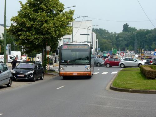 09/06/2018 - photo bus Van Hool NewA330 9779 STIB-MIVB sur la ligne 29 à Bruxelles - Belgique