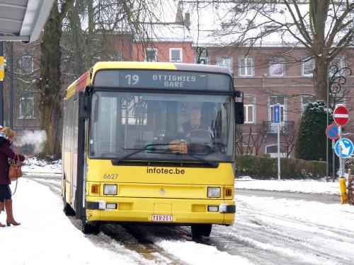 24/01/2015 - photo bus Renault R312 6627 TEC sur la ligne 19 à Nivelles - Belgique