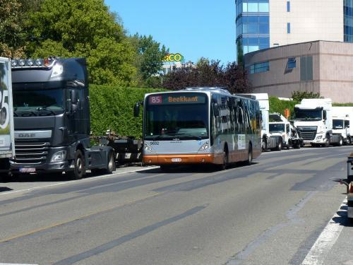 05/08/2018 - photo bus Van Hool NewA330 9692 STIB-MIVB sur la ligne 85 à Bruxelles - Belgique