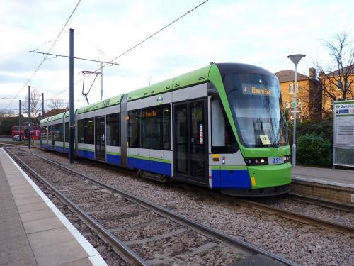 24/12/2014 - photo tram Stadler Variobahn 2555 Tramlink sur la ligne 4 à Londres - Royaume-Uni