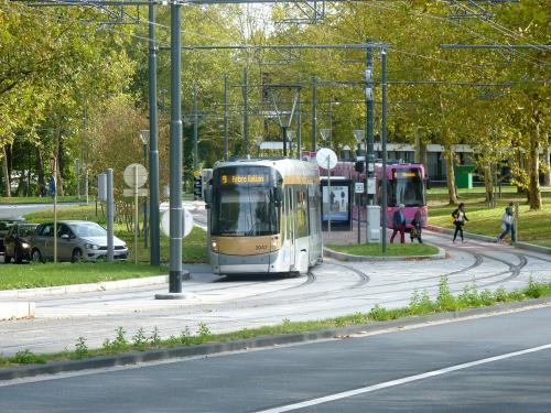 07/10/2018 - photo tram Bombardier Flexity Outlook STIB-MIVB sur la ligne 9 à Bruxelles - Belgique