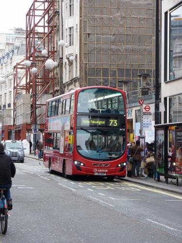 26/12/2014 - foto bus Wright Eclipse Gemini2 HV73 TFL - Transfort For London op lijn 73 in Londen - Verenigd Koninkrijk