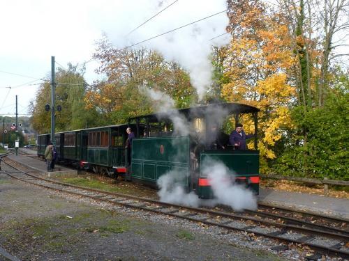 Locomotive 303 manoeuvrant en vue de se remettre en tête du train