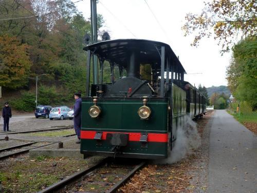 Locomotive 303 stationnant à Thuin