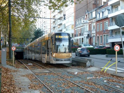 04/11/2018 - photo tram Bombardier Flexity Outlook 4028 STIB-MIVB à Bruxelles - Belgique