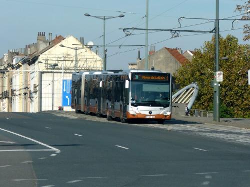 04/11/2018 - photo bus Mercedes-Benz Citaro 9831 STIB-MIVB sur la ligne 3 à Bruxelles - Belgique
