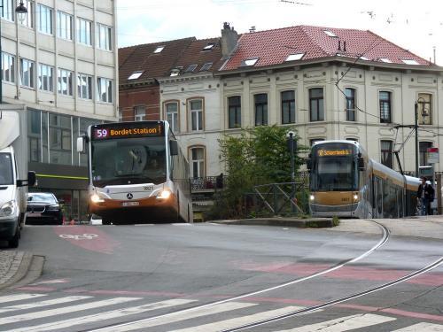 27/10/2018 - photo bus tram STIB-MIVB à Bruxelles - Belgique