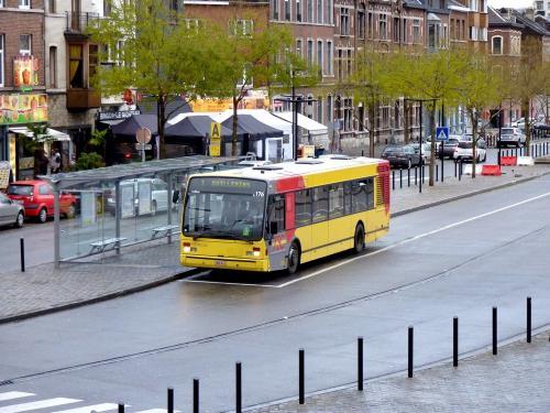 02/12/2018 - foto bus Van Hool A330  5176 TEC op lijn 1 in Luik - Belgïe