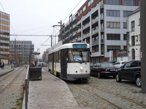 28/12/2018 - photo tram PCC 7052 De Lijn sur la ligne 70 à Anvers - Belgique