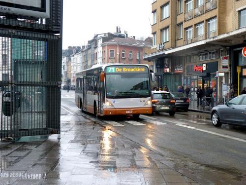 02/02/2019 - photo bus Van Hool NewA330 9712 STIB-MIVB sur la ligne 71 à Bruxelles - Belgique
