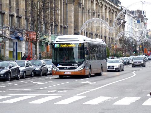 03/02/2019 - photo bus Volvo 7900 Hybrid 9500 STIB-MIVB sur la ligne 27 à Bruxelles - Belgique