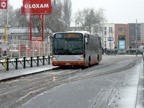 02/02/2019 - photo bus Van Hool NewA330 8139 STIB-MIVB sur la ligne 41 à Bruxelles - Belgique