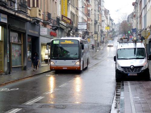 02/02/2019 - photo bus Van Hool NewA330 8210 STIB-MIVB sur la ligne 70 à Bruxelles - Belgique