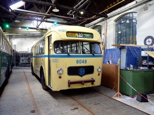 09/03/2019 - photo bus Mack C37 8048 STIB-MIVB sur la ligne 65 à Bruxelles - Belgique