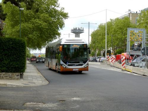 12/05/2019 - photo bus Volvo 7900 Hybrid 9507 STIB-MIVB sur la ligne 80 à Bruxelles - Belgique