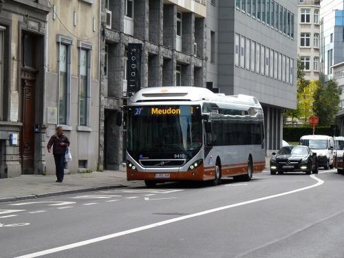 12/05/2019 - photo bus Volvo 7900 Hybrid 9410 STIB-MIVB sur la ligne 27 à Bruxelles - Belgique