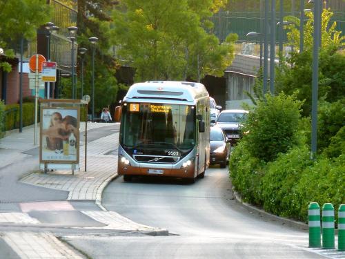 13/05/2019 - photo bus Volvo 7900 Hybrid 9503 STIB-MIVB sur la ligne 5 à Bruxelles - Belgique