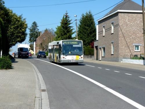 21/04/2019 - photo bus Van Hool A360 4061 De Lijn sur la ligne 341 à Overijse - Belgique