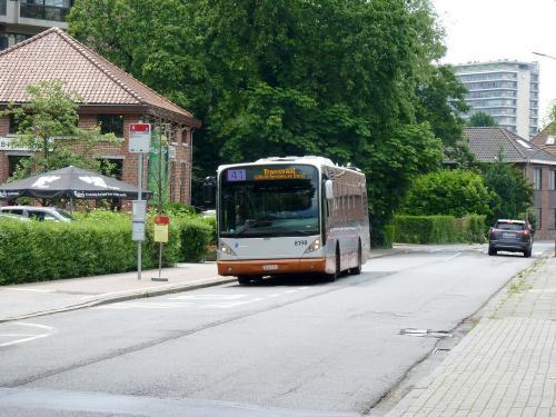 10/06/2019 - photo bus Van Hool NewA330 8198 STIB-MIVB sur la ligne 41 à Bruxelles - Belgique