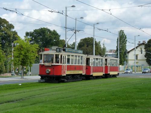20/09/2015 - photo 2222 DPP - Dopravní podnik hlavního města Prahy sur la ligne 11 à Prague - République Tchèque