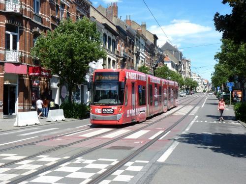 02/06/2019 - photo tram Bombardier Flexity Outlook 3030 STIB-MIVB sur la ligne 81 à Bruxelles - Belgique