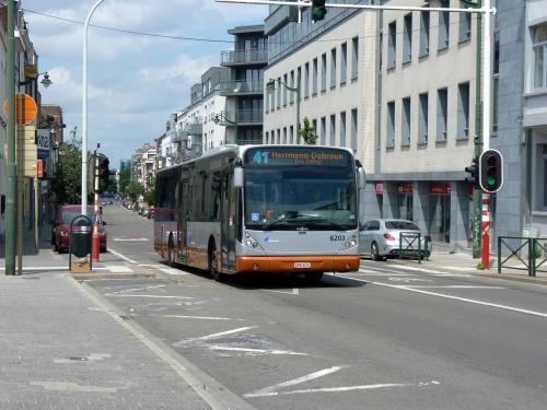 07/07/2019 - foto bus Van Hool NewA330 8203 STIB-MIVB op lijn 41 in Brussel - Belgïe