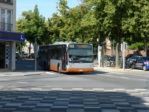 06/07/2019 - photo bus Van Hool NewA330 9730 STIB-MIVB sur la ligne 20 à Bruxelles - Belgique