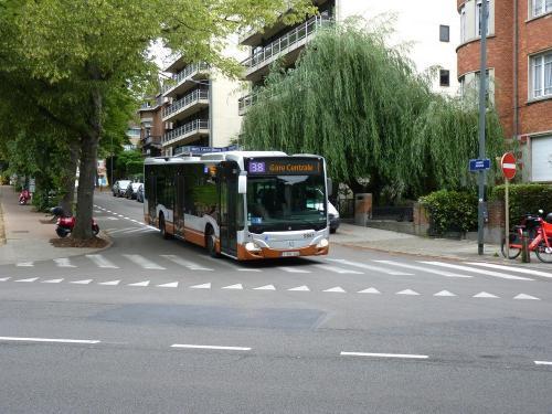 11/08/2019 - photo bus Mercedes-Benz Citaro 9861 STIB-MIVB sur la ligne 38 à Bruxelles - Belgique