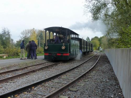 Locomotive 303 et son train à Biesme-Sous-Thuin